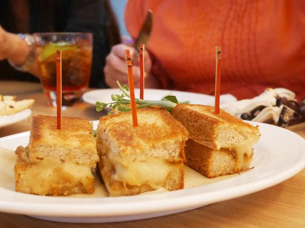 サラベス東京 ディナー ホットチーズサンドウィッチ