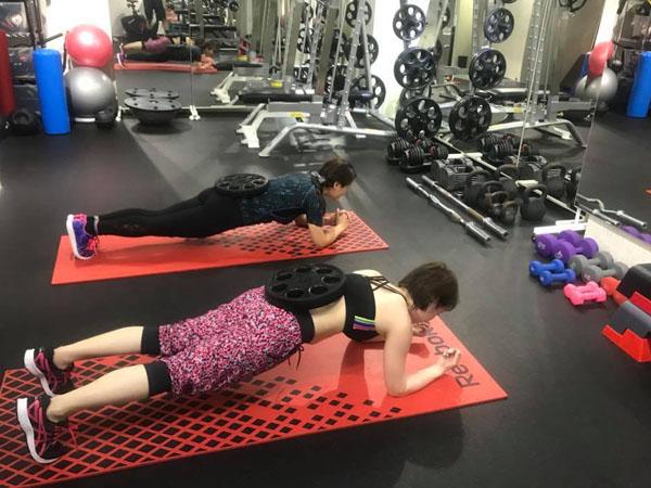 腹筋を鍛えるプランク 体幹トレーニング
