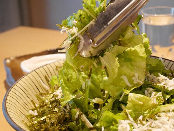 日本酒原価酒蔵 秋葉原店 釜揚げしらすと茎わかめのサラダ