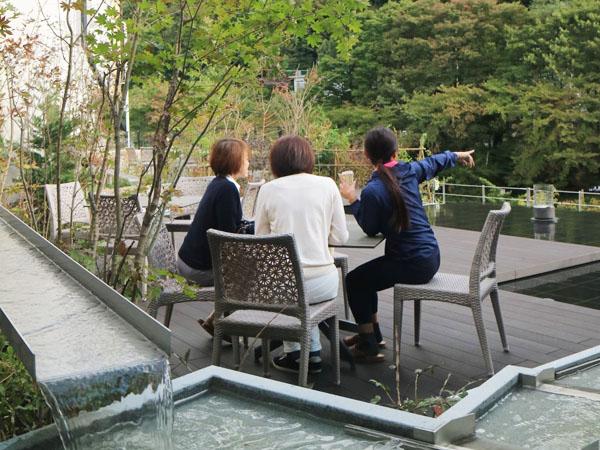 群馬 水上温泉 みなかみホテルジュラク 屋上庭園水のテラスでカフェタイム