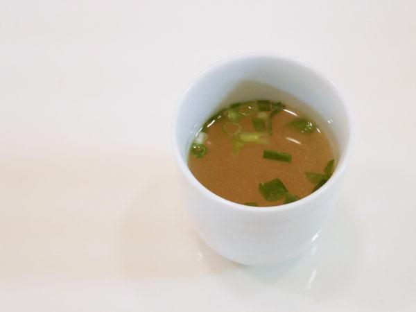 博多若杉 プレミアム水炊き まずスープだけをいただきます