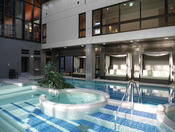 那須高原 温泉ホテル ジャグジー ザ・キー・ハイランド・ナス プールサイド