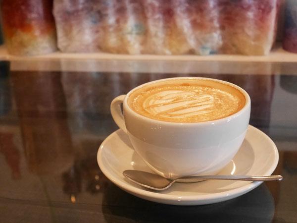銚子のカフェ ショコリシャスカフェ&スイーツ 黒糖カフェラテ