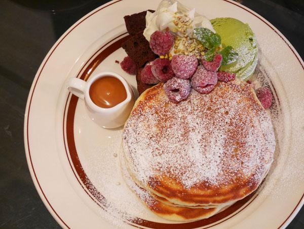 銚子のカフェ ショコリシャスカフェ&スイーツ オリジナルパンケーキ ショコラ&ピスタチオ