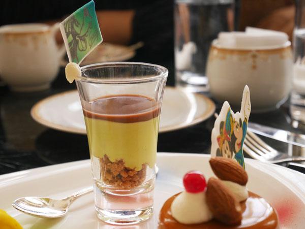 東京ディズニーランド 35周年 アフタヌーンティー スイーツ ピスタチオムースとチョコレートスープ