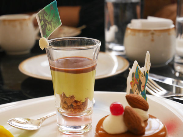 2b853bef345a8 東京ディズニーランド 35周年 アフタヌーンティー スイーツ ピスタチオムースとチョコレートスープ