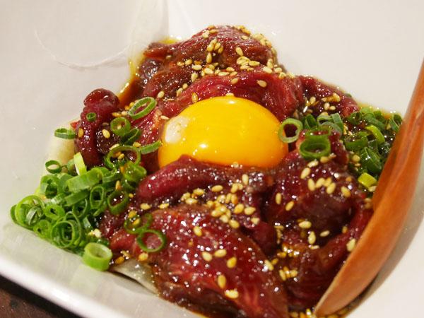 錦糸町・マッスル居酒屋たんぱくしつ 馬肉ユッケ
