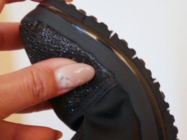 ヌーディーウォークパンプススニーカー 靴底が切れている