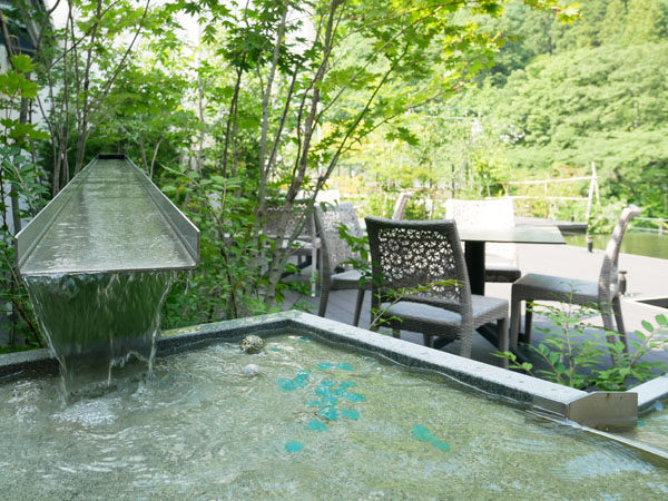 水上温泉 みなかみホテルジュラク 屋上庭園 水のテラス 初夏
