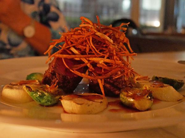 恵比寿 CAFE GITANE(カフェ ジタン)グラスフェッドビーフのフィレステーキ 野菜のグリル添え