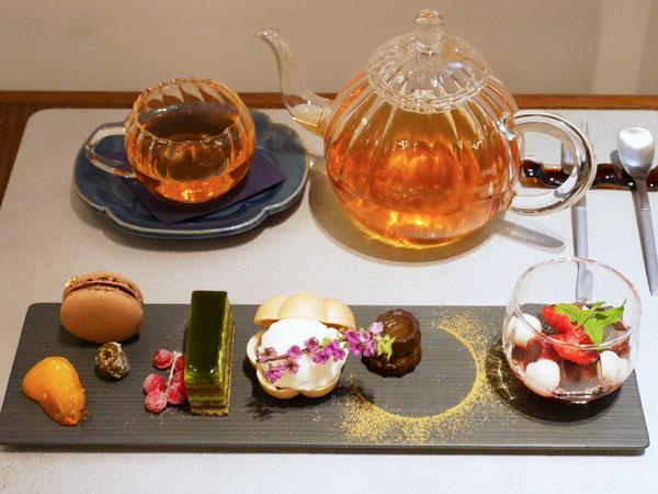 神戸市立博物館 カフェ トゥーストゥース凸凹茶房 凸凹ティーセット -さんく-