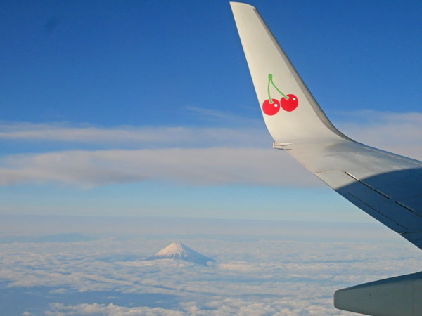 スカイマークから富士山を眺める